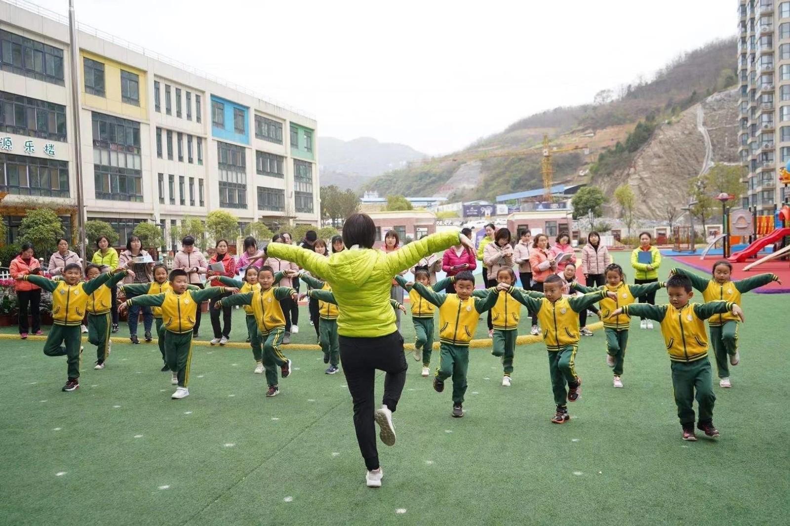 """黑龙江教育系统""""办事不求人""""重点做好七项工作"""